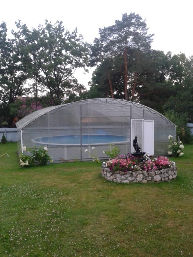 Бассейн с павильоном на дачном участке
